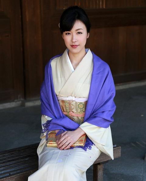 【個人撮影】地元の初詣で着物姿の元カノ(既婚)と遭遇!←もちろん即ハメwwwwwwハメ撮りエロ画像★・4枚目の画像