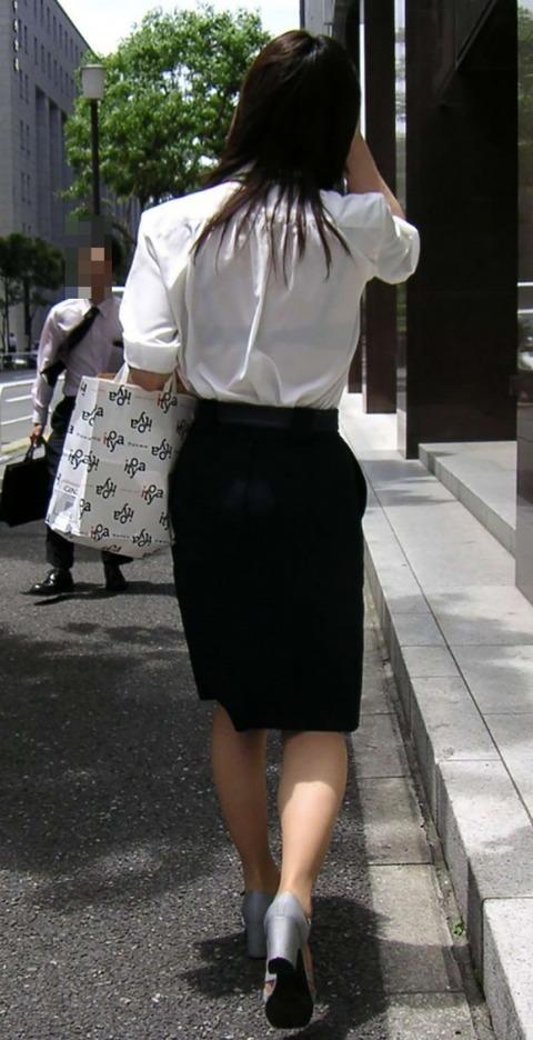 透けブラ・透けパン姿をした素人娘の盗撮エロ画像33枚・10枚目の画像