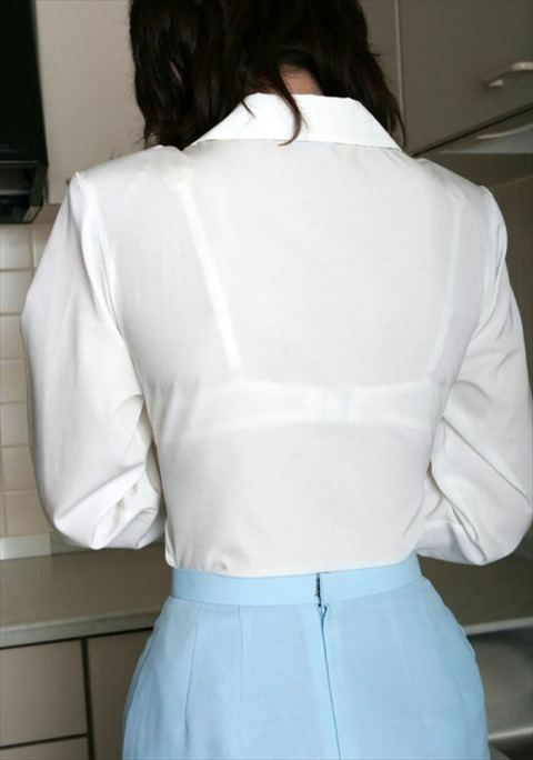 透けブラ・透けパン姿をした素人娘の盗撮エロ画像33枚・27枚目の画像