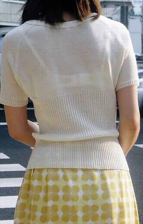 透けブラ・透けパン姿をした素人娘の盗撮エロ画像33枚・36枚目の画像