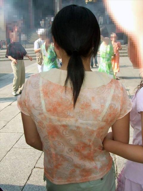 透けブラ・透けパン姿をした素人娘の盗撮エロ画像33枚・30枚目の画像