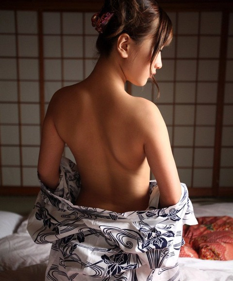 【個人撮影】旦那とのセックスレスに悩む巨乳美人若妻と不倫旅行でヤリまくるwwwwwwハメ撮りエロ画像★・10枚目の画像