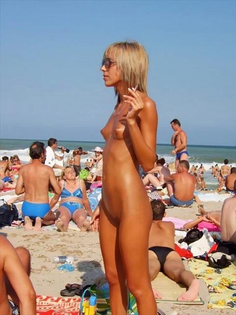 【ビジネスマン必見】海外ヌーディストビーチの写真が海外旅行のお土産には何より喜ばれるぞwwwwww(画像あり)・28枚目の画像