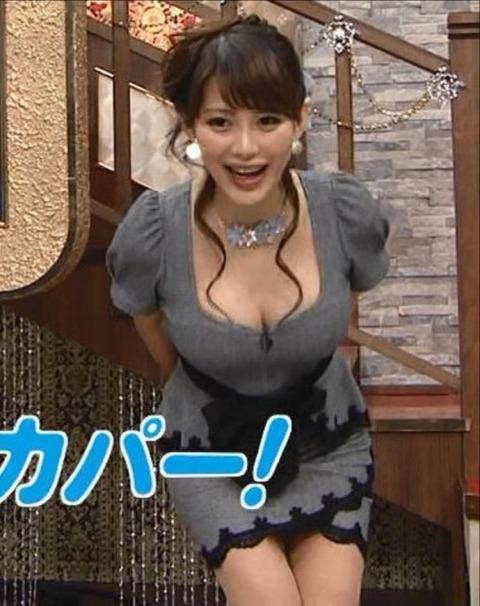 【巨乳注意】AV女優みたいな女子アナ見つけたから上げとくわwwwwww(美馬怜子アナ着衣巨乳パンチラ胸チラエロキャプ画像あり)・21枚目の画像