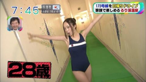 【放送事故】素人(28歳)が競泳水着姿でおっぱいサイズにお尻丸見えwwwwwwww(エロキャプ画像あり)・10枚目の画像