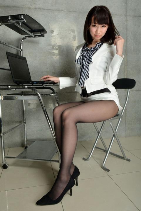 とにかく黒ストッキングが似合う女で抜けるエロ画像30枚・20枚目の画像