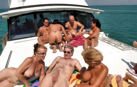 海外セレブの船上パーティーに参加した結果wwwwwwww「エロ過ぎて終始勃起」「レベル高杉」(画像あり)・12枚目の画像