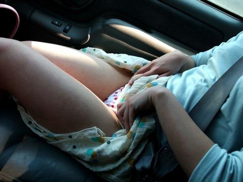 車内パンチラ不可避のミニスカ女の盗撮エロ画像30枚・16枚目の画像