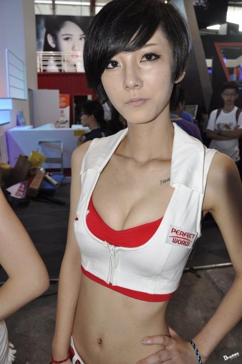 【フルボッキ不可避】台湾美女の巨乳谷間の強調率が異常wwwwwwwwwwww(画像あり)・17枚目の画像