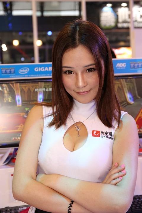 【フルボッキ不可避】台湾美女の巨乳谷間の強調率が異常wwwwwwwwwwww(画像あり)・11枚目の画像