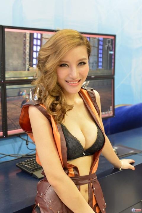 【フルボッキ不可避】台湾美女の巨乳谷間の強調率が異常wwwwwwwwwwww(画像あり)・29枚目の画像