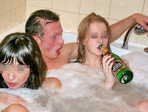 海外パリピの乱交ホームパーティーのエロ画像30枚・36枚目の画像