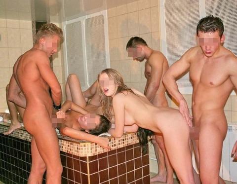 海外パリピの乱交ホームパーティーのエロ画像30枚・23枚目の画像