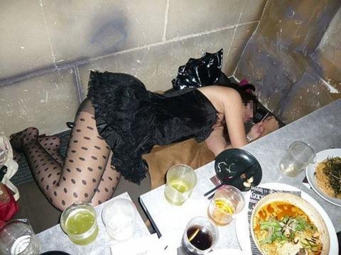 【※レイプ寸前】酒弱い女が無理して飲んだ結果wwwwwwwwwwww(画像あり)・28枚目の画像