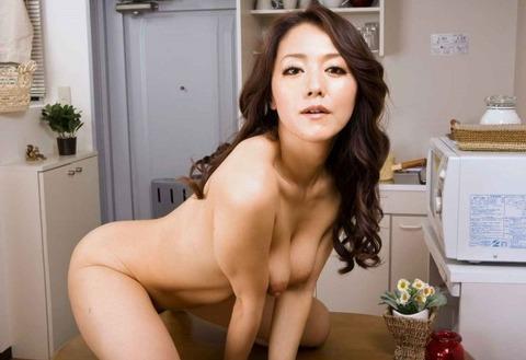 不倫の定番「台所セックス」のエロ画像33枚・10枚目の画像